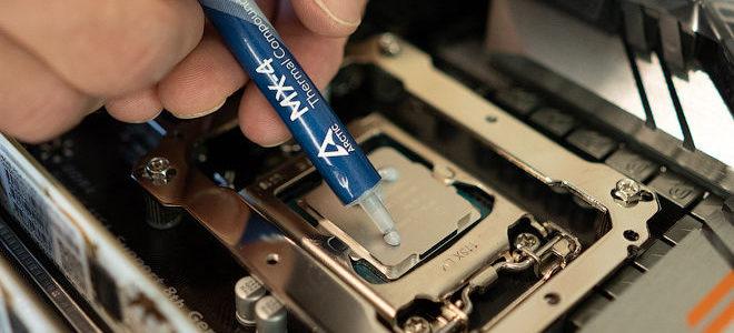 Как правильно удалять и наносить термопасту на процессор и видеокарту?
